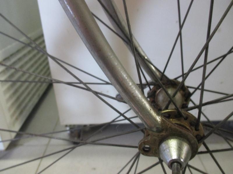 Vélo repeint à identifier Img_0719