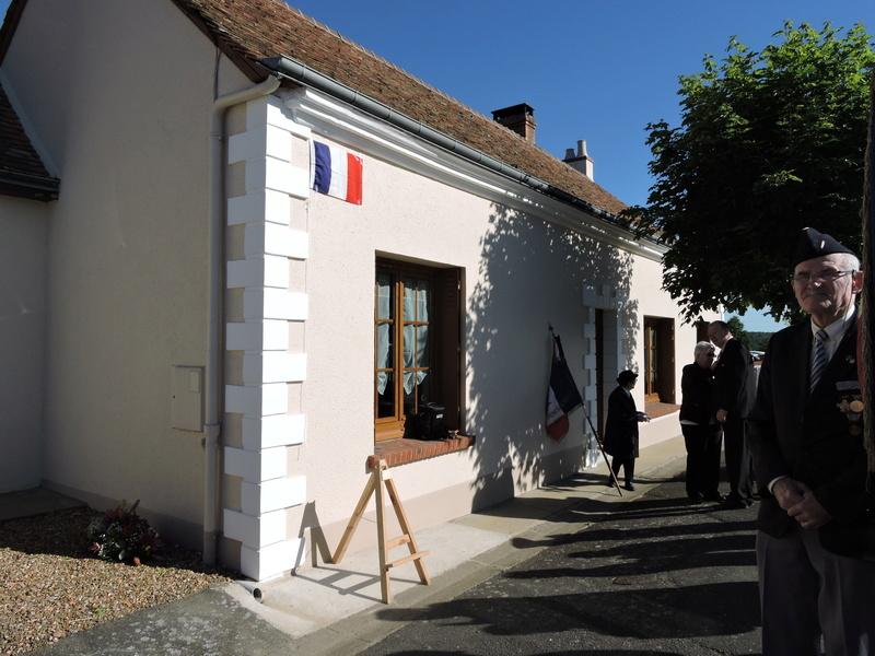 Plaque Commémorative en hommage à des Civiles  . Dscn8616