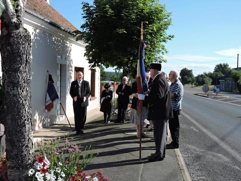Plaque Commémorative en hommage à des Civiles  . Dscn8618
