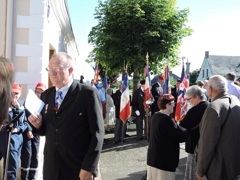 Plaque Commémorative en hommage à des Civiles  . Dscn8620