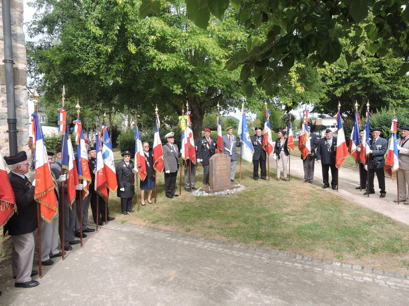 11 Août 2015 - Cérémonie à la mémoire du Sous Lt B. d ' Arcanques . Dscn9311