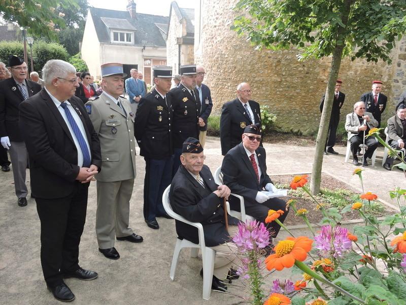 11 Août 2015 - Cérémonie à la mémoire du Sous Lt B. d ' Arcanques . Dscn9312