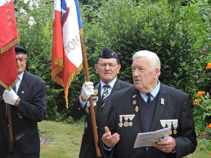 11 Août 2015 - Cérémonie à la mémoire du Sous Lt B. d ' Arcanques . Dscn9313