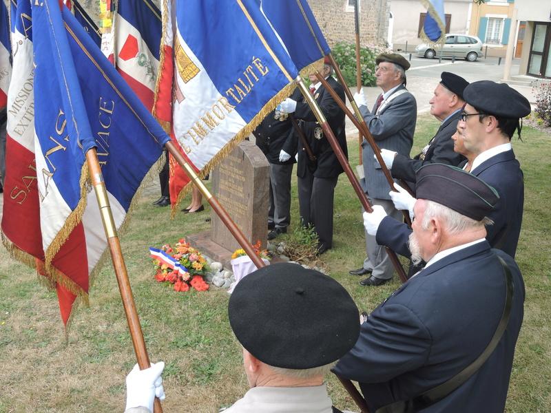 11 Août 2015 - Cérémonie à la mémoire du Sous Lt B. d ' Arcanques . Dscn9316