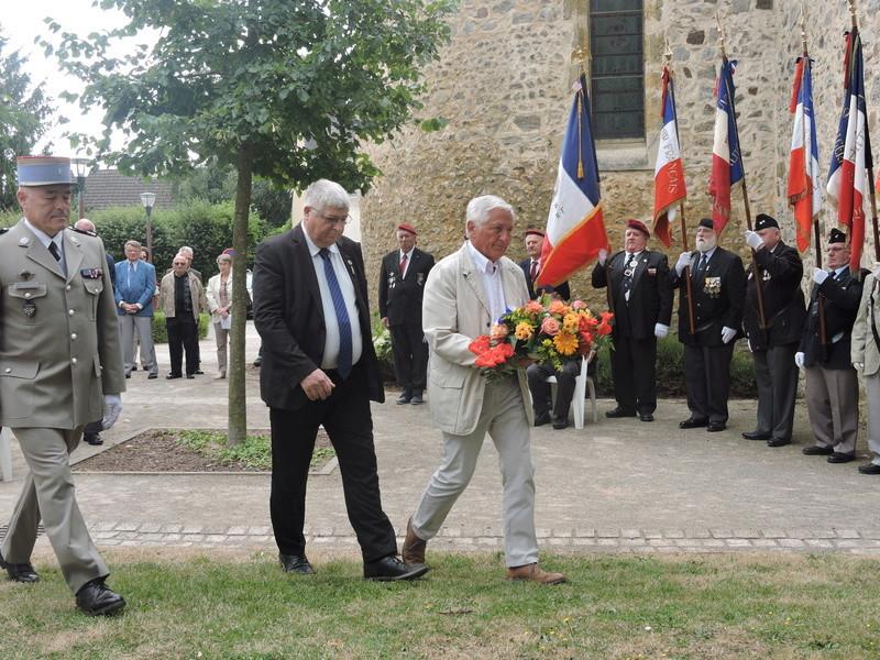 11 Août 2015 - Cérémonie à la mémoire du Sous Lt B. d ' Arcanques . Dscn9318