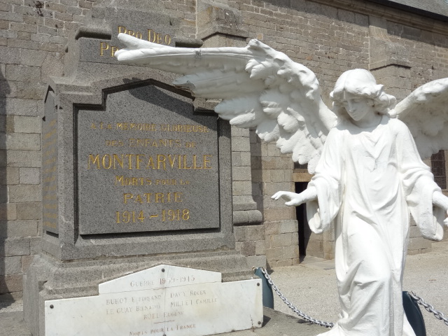 [Histoires et Histoire] Monuments aux morts originaux Français Tome 2 - Page 10 Dsc02017