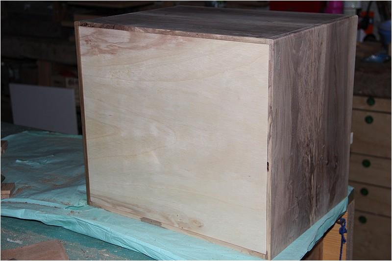 Petit meuble pour échevettes, fait en bois de récup ou venant de chutes. Img_2714