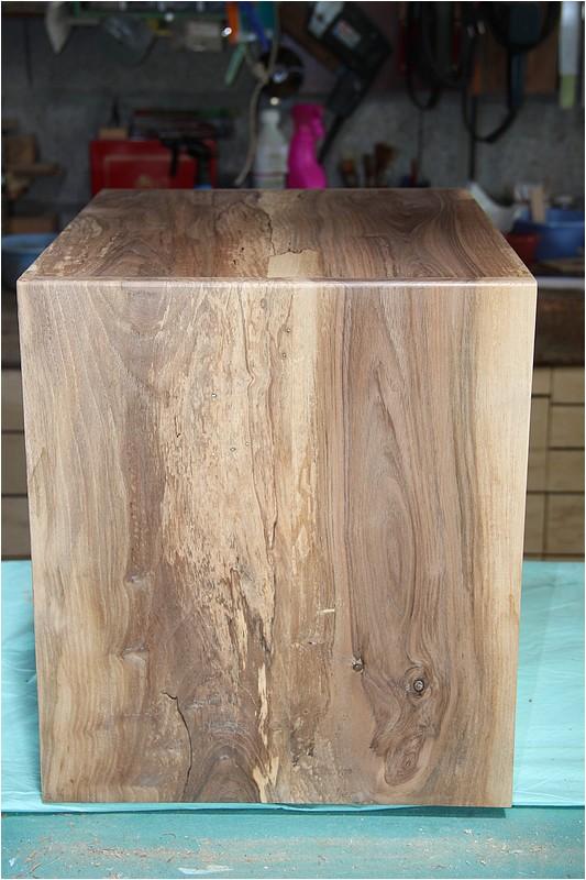Petit meuble pour échevettes, fait en bois de récup ou venant de chutes. Img_2717