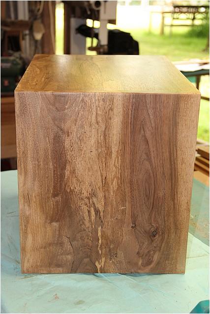 Petit meuble pour échevettes, fait en bois de récup ou venant de chutes. Img_2718