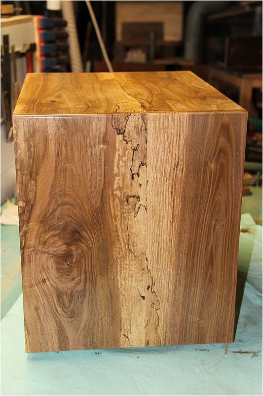 Petit meuble pour échevettes, fait en bois de récup ou venant de chutes. Img_2720
