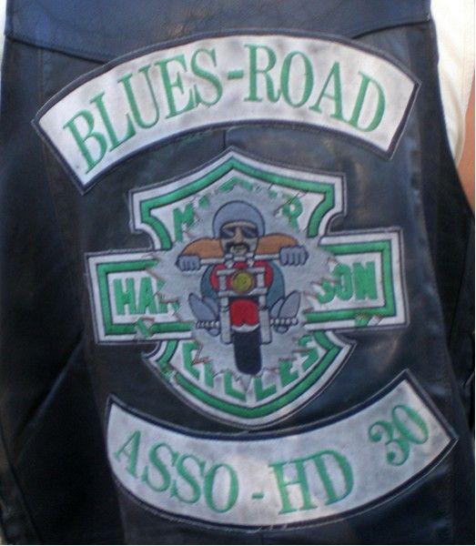Couleurs des differents clubs de bikers - Page 16 46172910