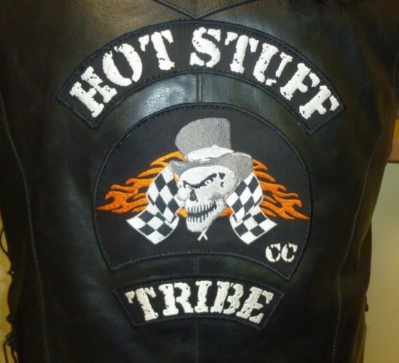 Couleurs des differents clubs de bikers - Page 16 54132910