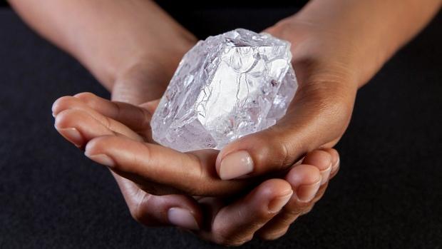 Un petit diamant à vendre: Lesedi La Rona 1109 carats brut Britai10