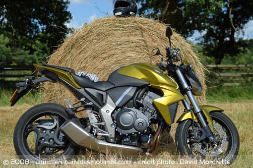 Dossier presse du CB1000R - Page 3 Honda-11