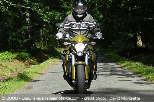 Dossier presse du CB1000R - Page 3 Honda-16