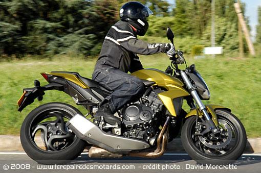Dossier presse du CB1000R - Page 3 Honda-18
