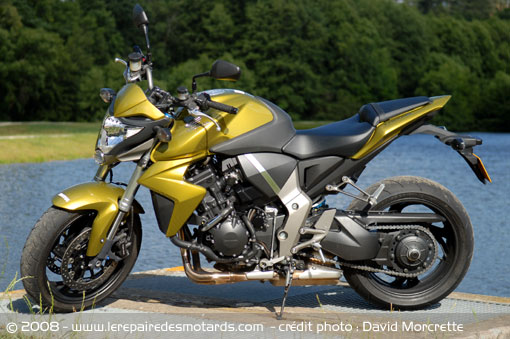 Dossier presse du CB1000R - Page 3 Honda-22