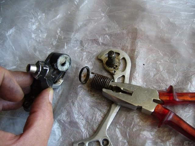 avec photos! chape dérailleur qui pendouille, ou jeu latéral important: on peut réparer! P1020712