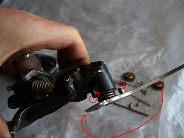 avec photos! chape dérailleur qui pendouille, ou jeu latéral important: on peut réparer! P1020715