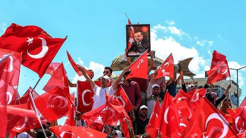كويتي يذبح خروفين ابتهاجاً بفشل محاولة الانقلاب في تركيا 288210