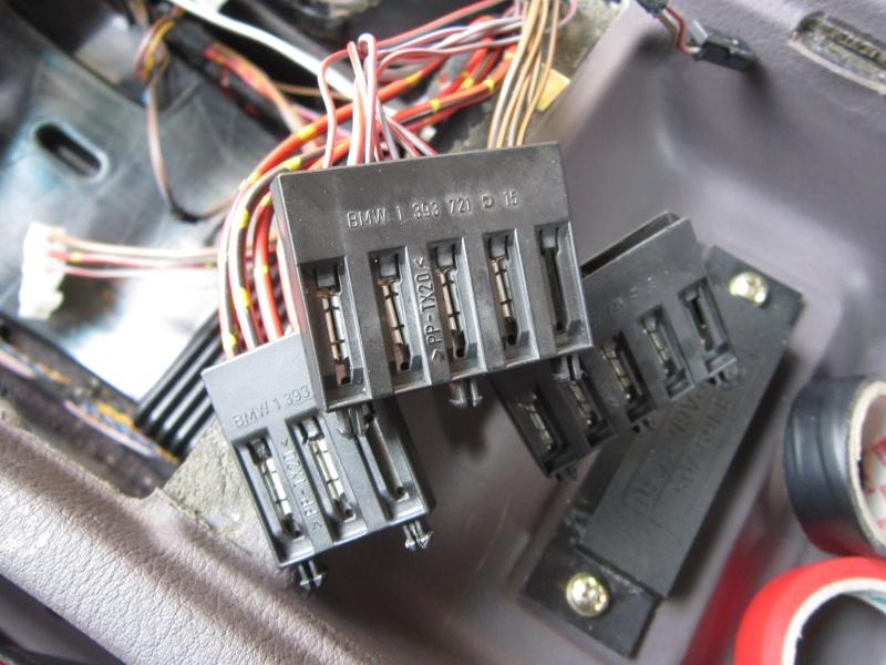 Ensemble de câbles sous la console Img_2310