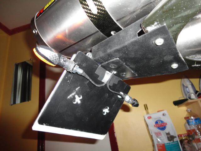 Montage support de plaque, cligno, centrale, feur arriere !!!!! Dsc00624