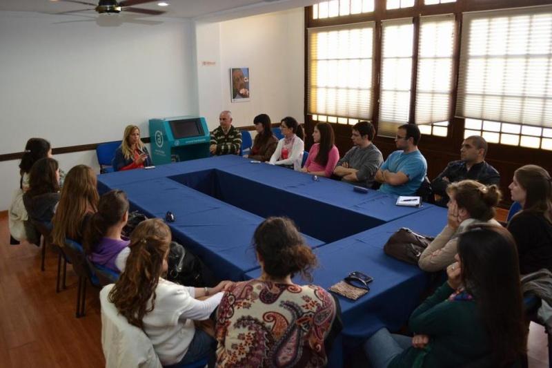Alumnos de Turismo de la Universidad Nacional de Mar del Plata, con vicepresidenta del Emtur. 001169