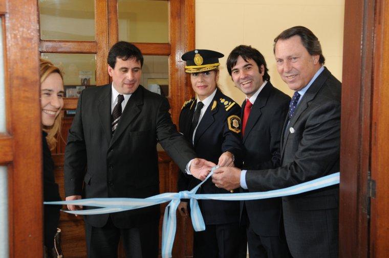 Casal inauguró la policía comunal en Castelli 00152