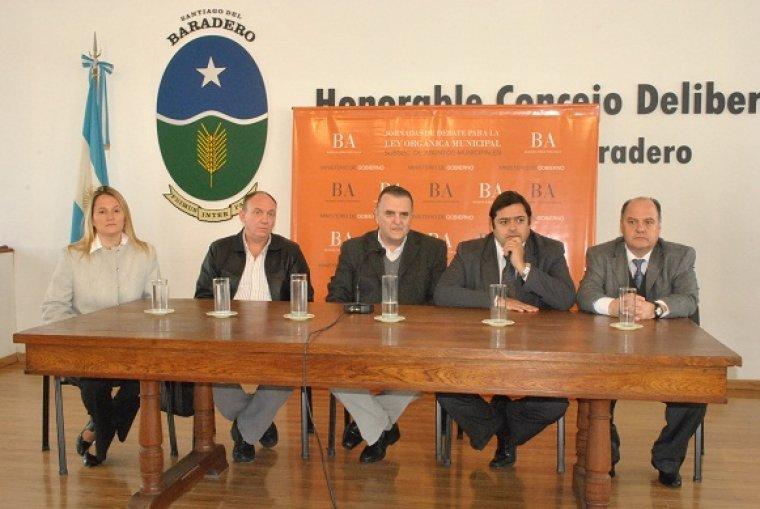 Debate sobre reforma de la Ley Orgánica de Municipios en Baradero 00154