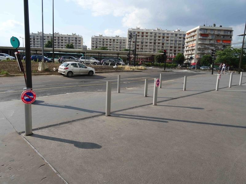 Stationnement des scooters et motos Dsc00216