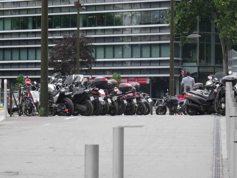 Stationnement des scooters et motos Dsc00310