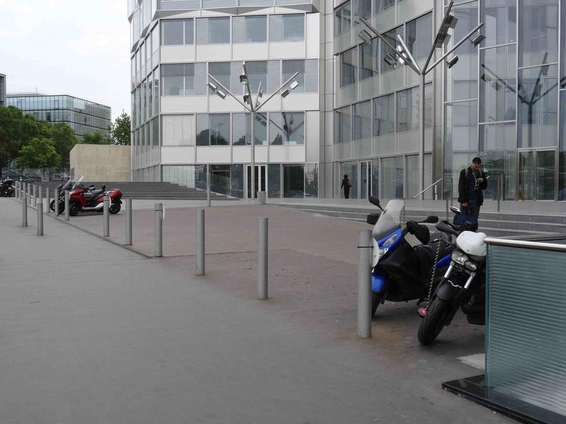 Stationnement des scooters et motos Dsc00312