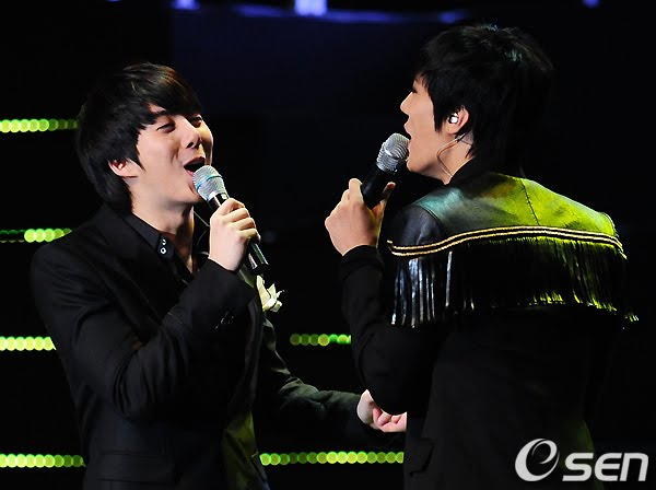[SS501]Jungmin flaunts his friendship with Hyungjun as they share a bobo 02826210