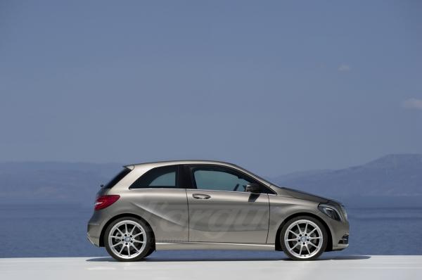 [Rumeurs]  Les futures Mercedes Classe A  (W176) - Page 3 Classe13