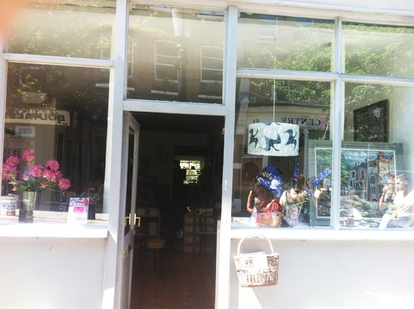 """Persephone Books, la boutique et les """"produits dérivés"""" Img_0210"""