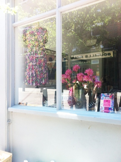 """Persephone Books, la boutique et les """"produits dérivés"""" Img_0211"""