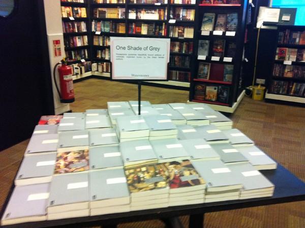 """Persephone Books, la boutique et les """"produits dérivés"""" Img_0310"""