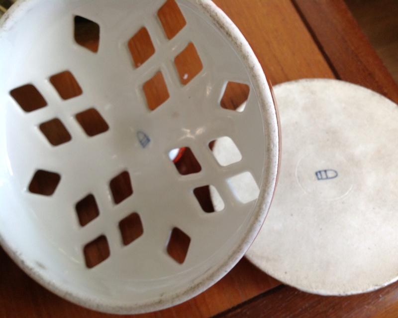 Ginger Jar ? Handles and 2 Lids Beehive Mark  Image12