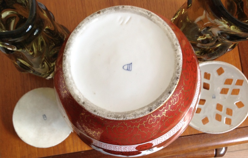 Ginger Jar ? Handles and 2 Lids Beehive Mark  Image13