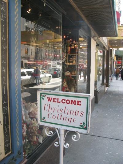 Boutique de Décoration de Noel près de Times Square Chrism10