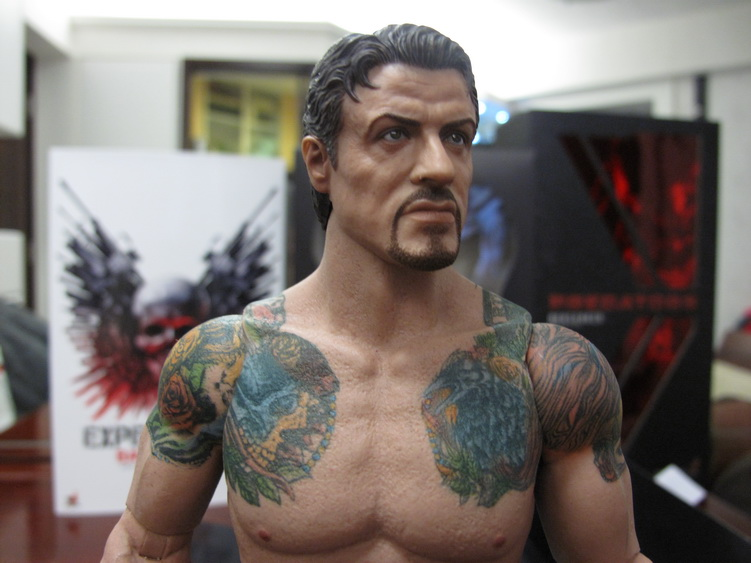 "HOTTOYS (figurine 12"" THE EXPENDABLES) - Page 6 Img_6210"