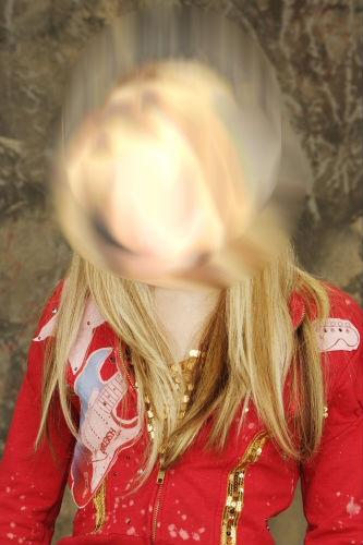 من هذه البنت؟! 16baj510
