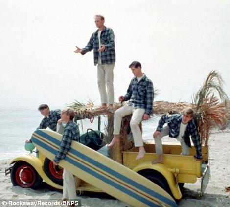 "#58 : Ford 29 pick-up ""Surfin'Safari"".  Bb_110"