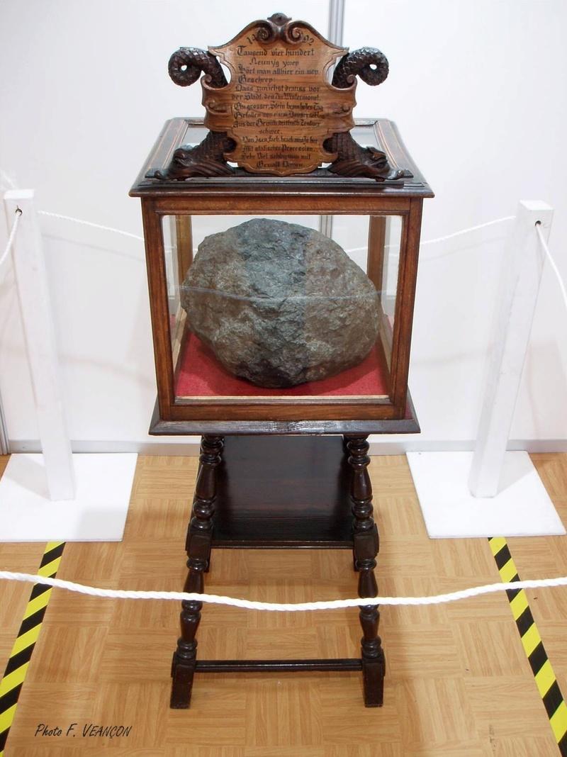 La météorite d'Ensisheim exposée au salon Mineral & Gem Mytyor12