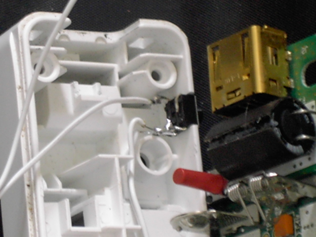 Tuto pour ajouter un bouton rapide fire (turbo) sur une wiimote avec LED témoin Pict0022