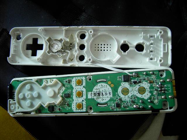 Tuto pour ajouter un bouton rapide fire (turbo) sur une wiimote avec LED témoin Pict0111