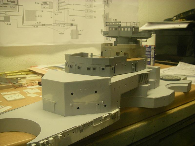 Bismarck 1:100 nur die Aufbauten  Imgp8528