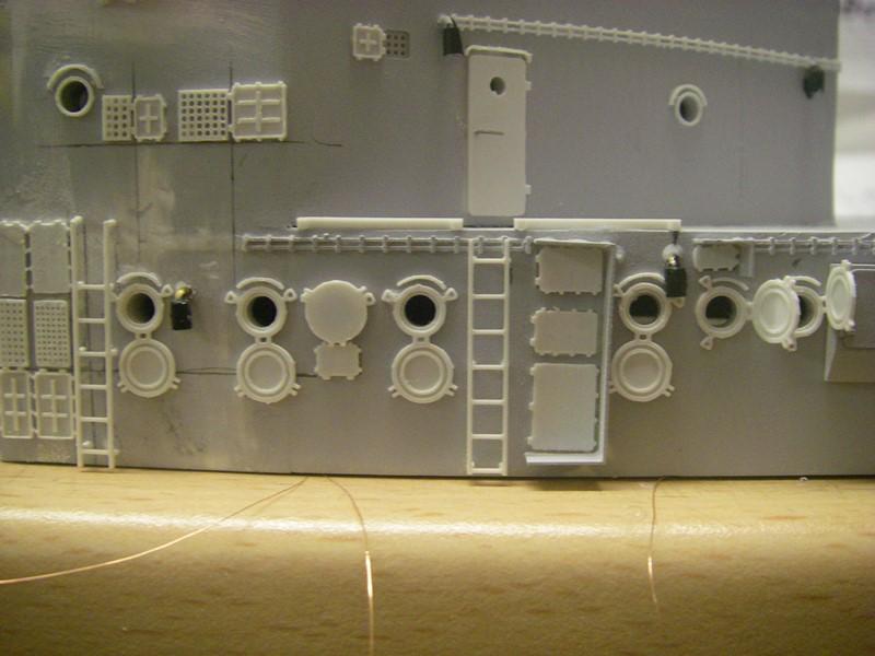 Bismarck 1:100 nur die Aufbauten  Imgp8547