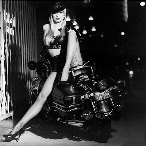 Ils ont posé avec une Harley, principalement les People - Page 39 Tl_hd10