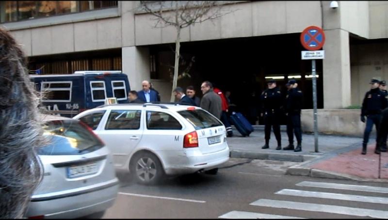 Fotos y vídeo de la concentración celebrada en el juzgado de lo social, Hernani 59 por el juicio de los compañeros despedidos, el día 10-1-11 11-01-11